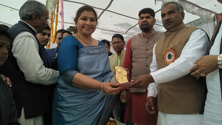 Managing Director of SMS Dutta Memorial Nosegay Public School Mrs Surender Kaur (Happy Ma'am) being Awarded by Shri Arvind Pandey Honourable Education & Sports Minister of Uttrakhand for her contribut